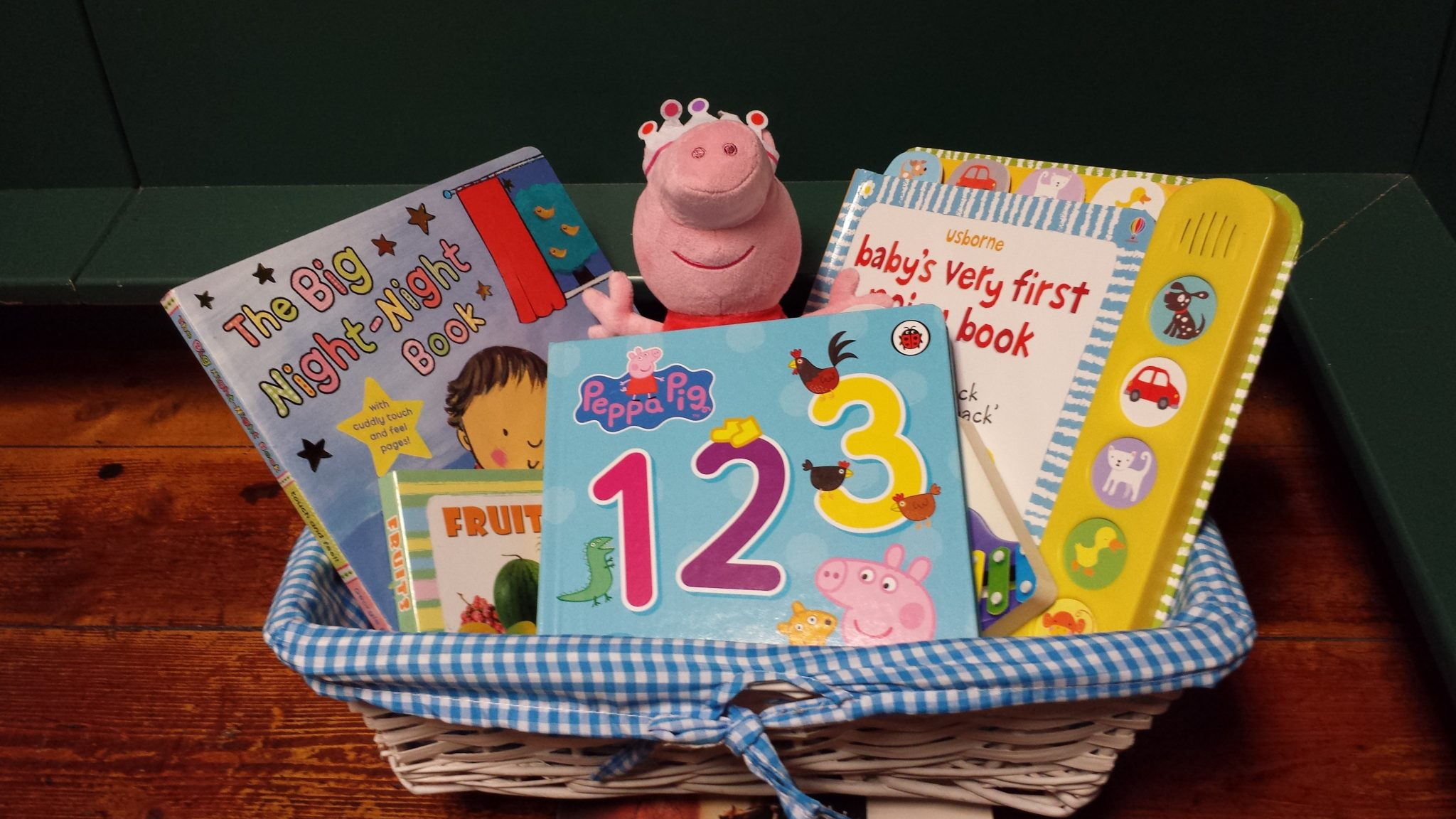peppa pig beanie with 4 books